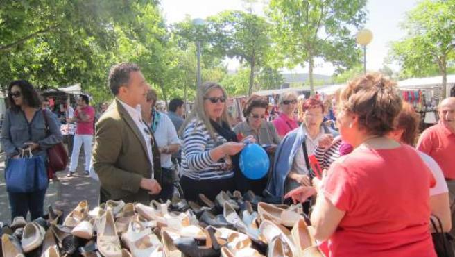 Recorrido electoral del PP por el mercadillo de Las Norias