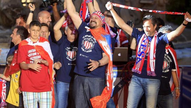 Germán 'Mono' Burgos no se cortó un pelo en las celebraciones.