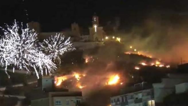 Los fuegos artificiales causaron un incendio forestal en Cullera.