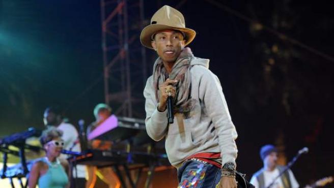 El cantante Pharrell Williams, en una actuación en el festival de música de Coachella en abril de 2014.