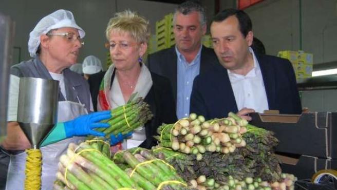 Elena Víboras en una visita a cooperativa
