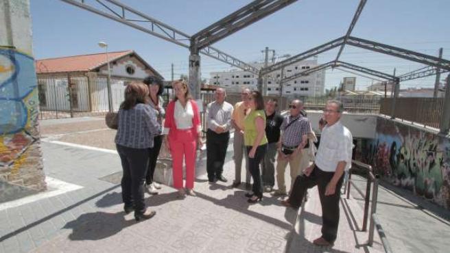 Visita de Laura Ruiz al paso inferior de las vías en Villarrubia