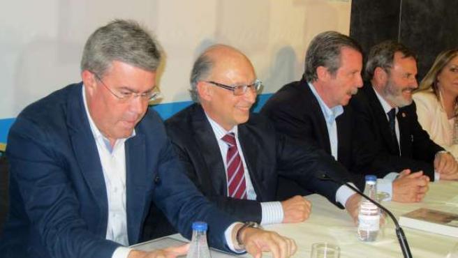Cristóbal Montoro, 2º a la izda, con responsables del PP en Jaén.