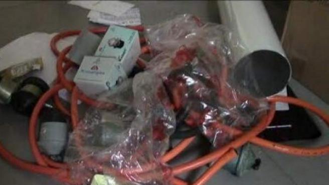 Material incautado por la Guardia Civil tras detener a 26 personas que se dedicaban a estafar en revisiones de gas a domicilio.