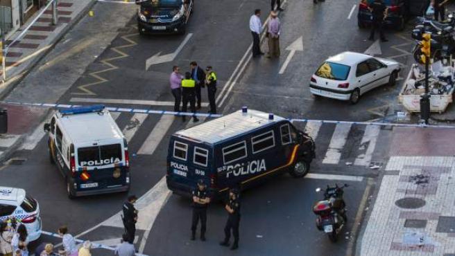 Vista de la calle Frigiliana de la capital malagueña, donde un policía nacional falleció tras ser apuñalado en el tórax por un indigente alemán, al que iba a identificar.