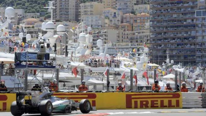 El piloto alemán de Mercedes Nico Rosberg, con Mónaco de fondo.