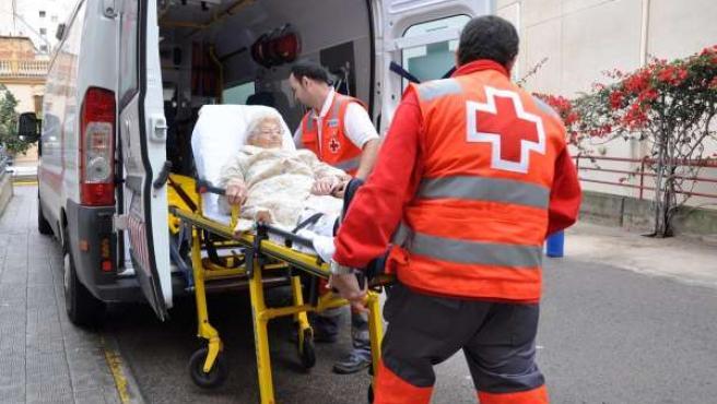Voluntarios de Cruz Roja en unas elecciones pasadas