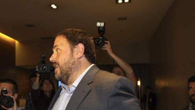 El líder de ERC, Oriol Junqueras, llegando al Hotel Catalonia de Barcelona para seguir la noche electoral europea.