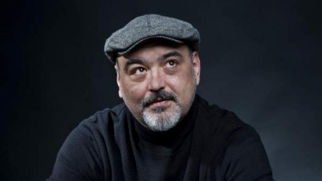 El escritor David Cameo (Pablo Tusset) publica 'Franz y Greta'