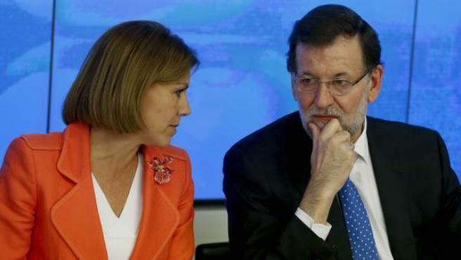 El presidente del Gobierno, Mariano Rajoy, junto a la secretaria general del PP, María Dolores de Cospedal, durante la reunión del Comité Ejecutivo Nacional en la sede de Madrid, para analizar los resultados de las elecciones al Parlamento Europeo.