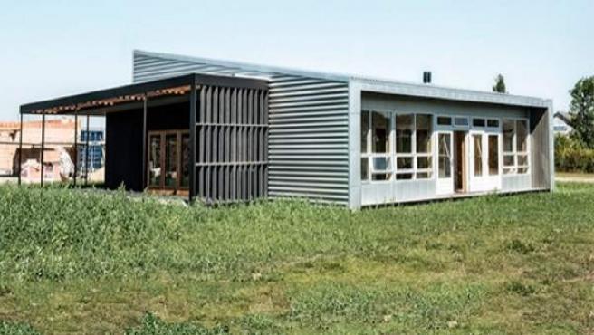 La estructura principal de la 'Upcycled House' la forman dos contenedores de mercancías.