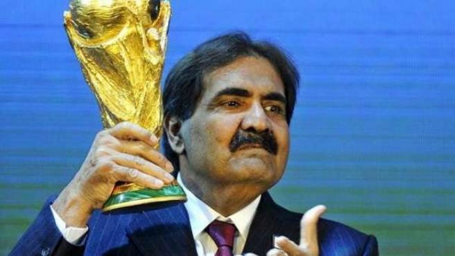 Representantes de Catar celebran que será sede del Mundial de 2022.
