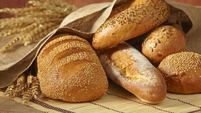 Diversas barras y tipos de pan.