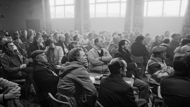 Asamblea de obreros de las minas de carbón inglesas organizada por el sindicato National Union of Mineworkers