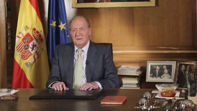 Imagen del rey Juan Carlos en su discurso para explicar su abdicación.
