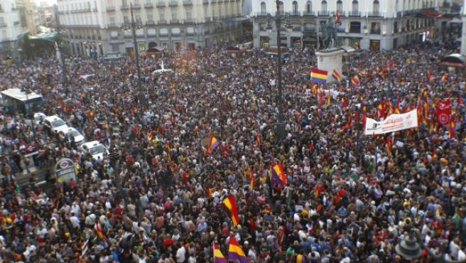 Miles de personas piden un referéndum en la Puerta del Sol.