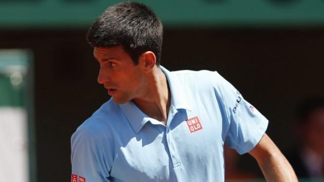 El tenista serbio Novak Djokovic celebra un punto durante la semifinal del Roland Garros.