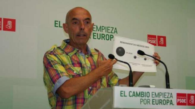 El diputado socialista Antonio Hurtado en la sede del PSOE de Córdoba