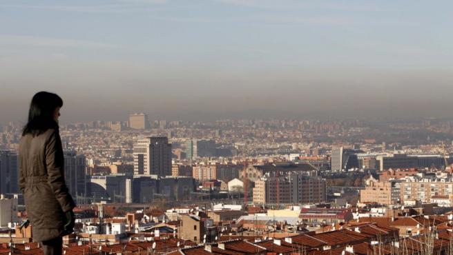"""Vista del cielo de Madrid, cubierto por una """"boina"""" de contaminación."""