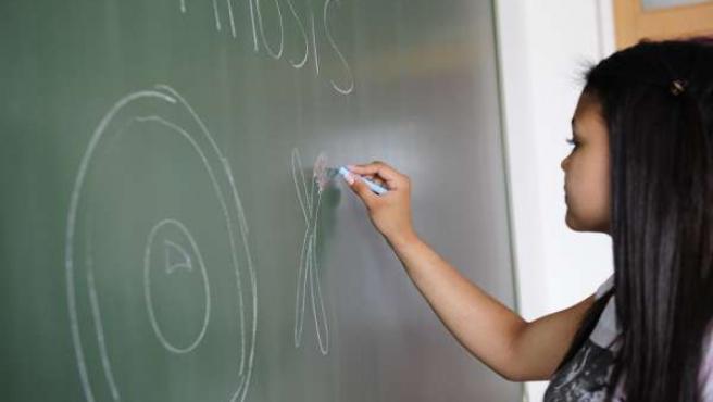 Una alumna en clase (archivo)