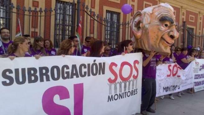 Protesta de monitores frente al Palacio de San Telmo