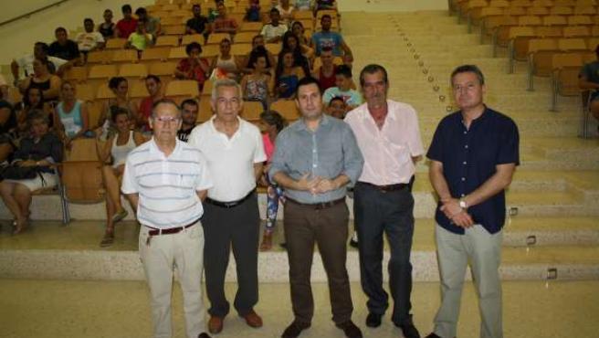 Expósito (centro) en la presentación en Las Palmeras