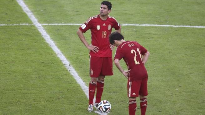 Silva y Costa, junto al balón tras un gol.
