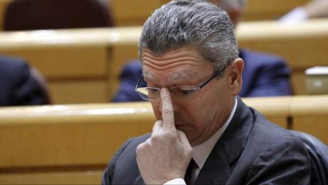 El ministro de Justicia, Alberto Ruiz Gallardón, durante la sesión de control al Gobierno celebrada en el pleno del Senado.