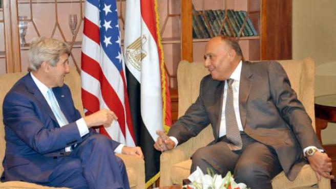 El secretario de Estado de EE UU, John Kerry, en una reunión con su homólogo egipcio, el ministro de Asuntos Exteriores, Sameh Shukri.