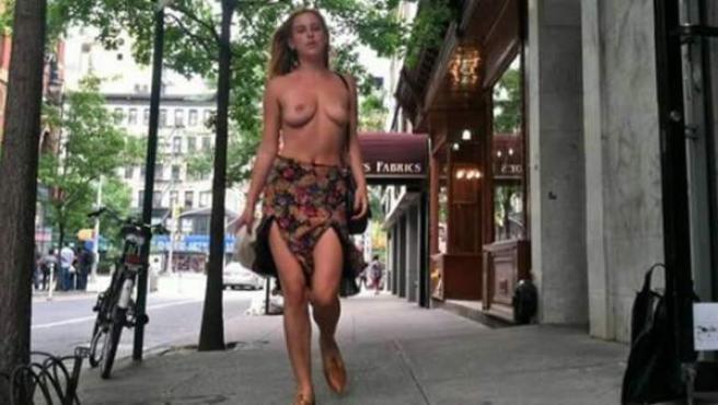 Scout Willis, la hija menor de Bruce Willis y Demi Moore, se pasea por Nueva York en top less.