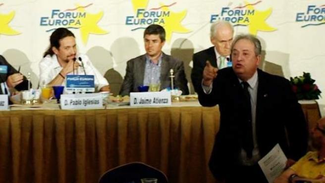 Increpan a Pablo Iglesias en el Ritz por su relación con el Gobierno de Venezuela.
