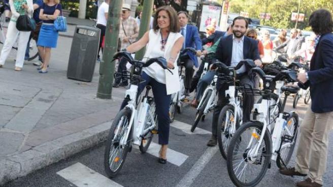 La alcaldesa de Madrid, Ana Botella, en el estreno de BiciMAD.