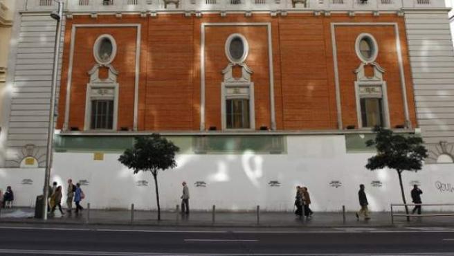 fue construido entre 1924 y 1928 por el arquitecto Secundino Zuazo como sala para espectáculos, principalmente musicales. el Ayuntamiento ha dado su aprobación para sustituir el uso cultural por el comercial, lo que supone una amenaza de destrucción de esta magnífica sala.