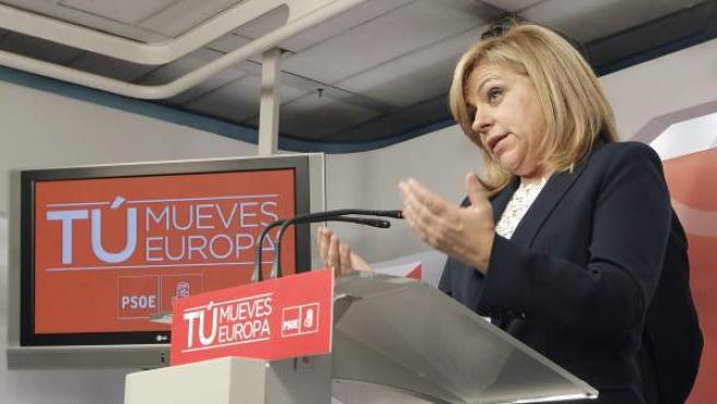 La candidata socialista Elena Valenciano durante su comparecencia en la sede del partido, en Madrid, tras conocer los resultados de las elecciones al Parlamento Europeo.