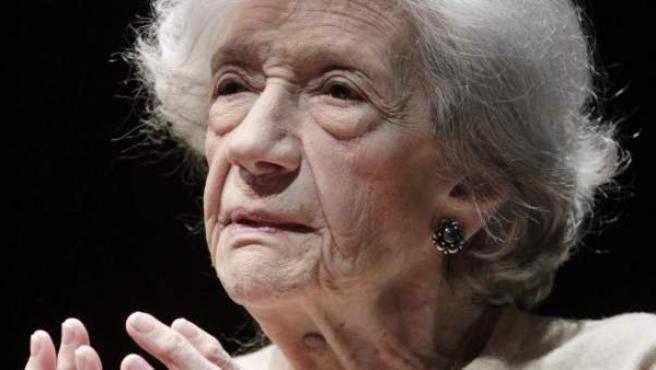 Fotografía de archivo (12/11/2011) de la escritora Ana María Matute cque ha fallecido en Barcelona a los 88 años. La autora de Olvidado rey Gudú, que recibió el Premio Cervantes hace tres años, trabajaba actualmente en otra obra literaria.