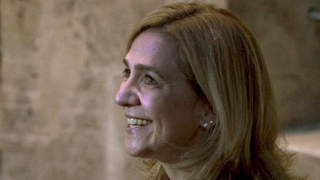 La infanta Cristina a su salida del tribunal de Palma de Mallorca tras finalizar su declaración ante el juez como imputada.