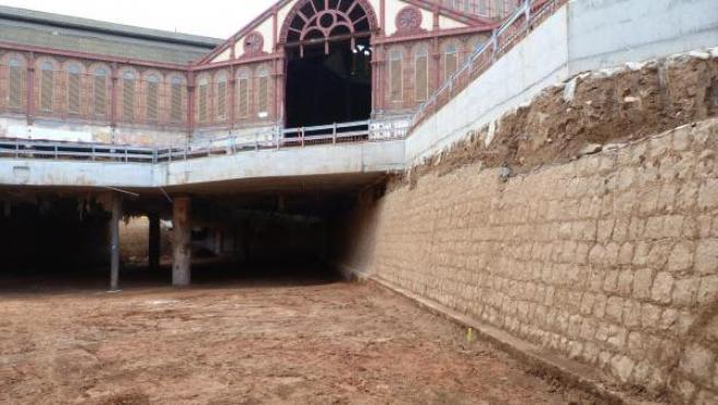 Los restos del baluarte descubierto en el subsuelo del mercado de Sant Antoni de Barcelona tienen 90 metros de longitud, 2,10 metros de anchura y 5 metros de alto.