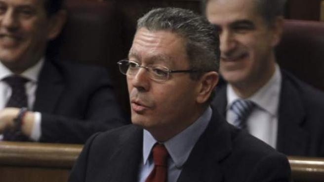 El ministro de Justicia, Alberto Ruiz-Gallardón, durante su intervención en la sesión de control al Gobierno.