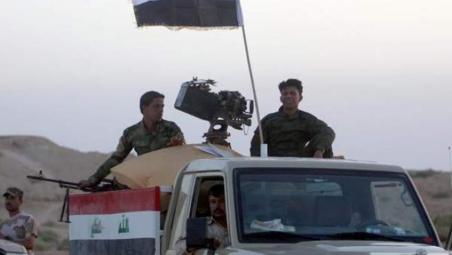 Militares iraquíes toman posiciones en la ciudad de Arar, cerca del borde iraquí con Arabia Saudí.