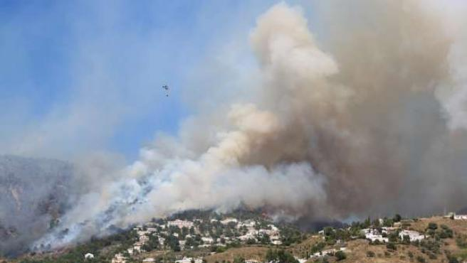 Incendio en Cómpeta, en la Sierra de Tejeda, Málaga