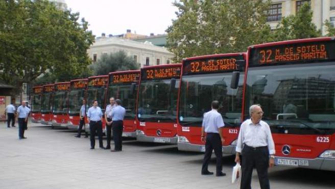 Autobuses de la Empresa Municipal de Transportes (EMT) de Valencia.