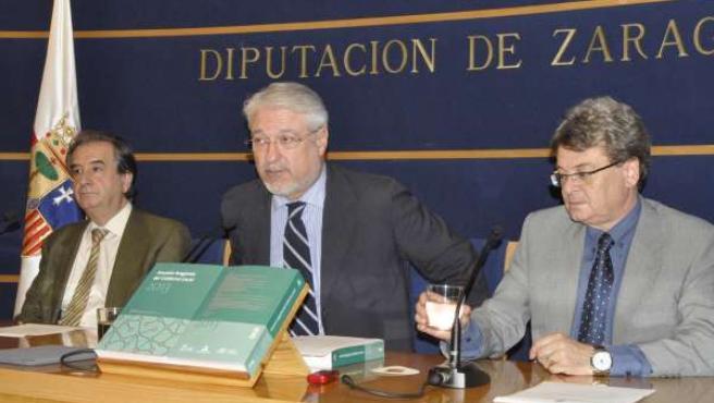 Antonio Embid, José Manuel Larqué y Jesús Colás.