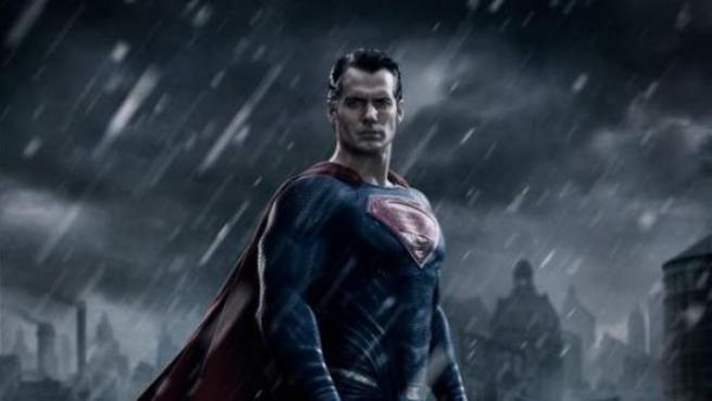 Sale a la luz la primera imagen de Henry Cavill como Superman en 'Batman v Superman: Dawn of Justice'.