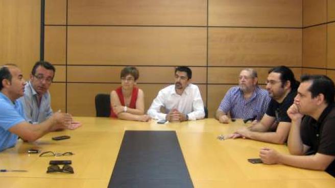 PSOE, IU-Verdes y UPyD con miembros de la Plataforma Pro Soterramiento