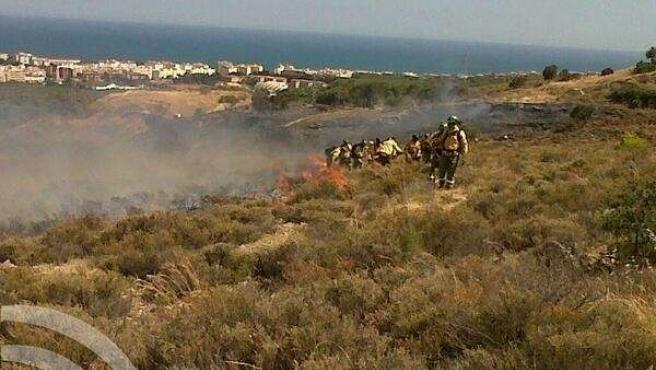 Tareas del Infoca en el incendio de Torremolinos