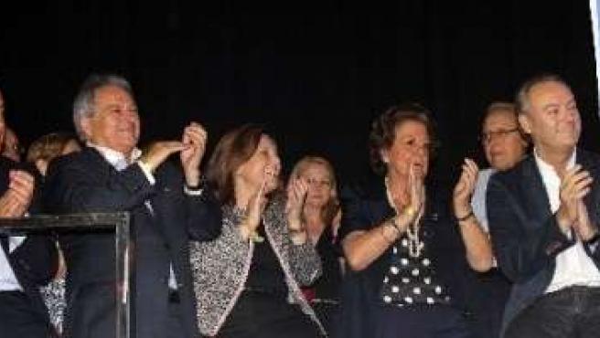 Barberá, con otros dirigentes populares, en la cena de verano del PP Valencia