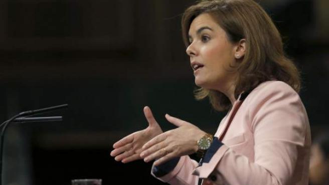 La vicepresidenta del Gobierno, Soraya Sáenz de Santamaría, durante su intervención hoy en el pleno del Congreso de los Diputados.