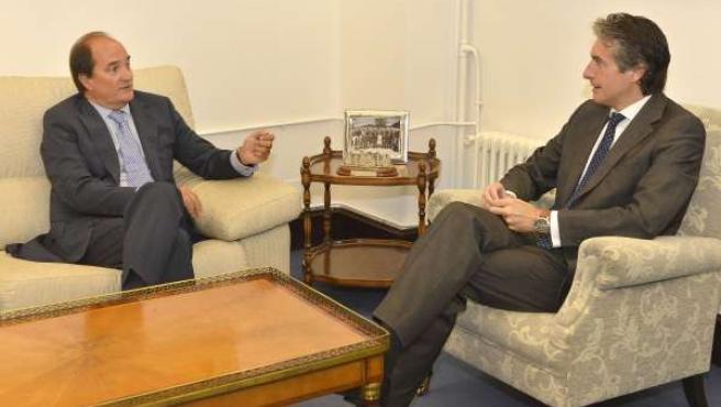 Reunión entre el alcalde de Santander, Íñigo de la Serna, y Modesto Piñeiro