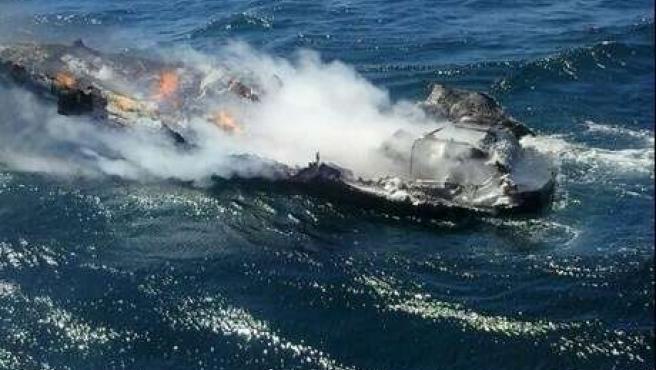 Embarcación que ardió en proximidades de Illas Gabeiras