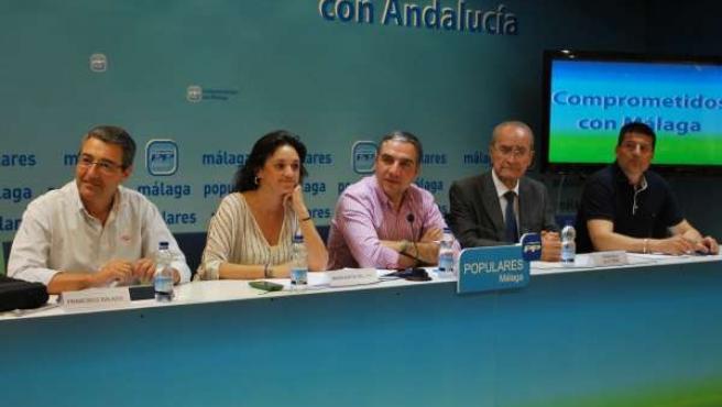Elías Bendodo y Margarita del Cid en rueda de prensa